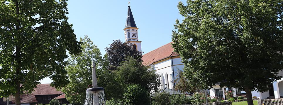 Kirchenplatz von Ampfing