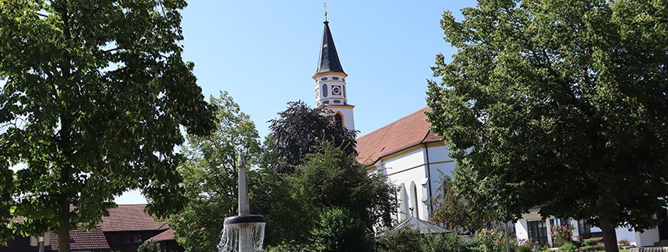 Kirchenplatz in Ampfing